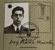 Georg Kreisler, 1938, als er noch österreichischer Staatsbürger war - zwischen J und Hakenkreuz